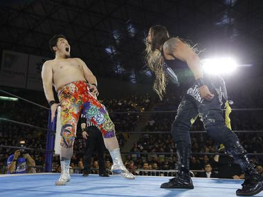 """Professional wrestler Lance Hoyt — who goes professionally by the name """"The American Psycho"""" Lance Archer — of Cedar Hill, Texas (right) a professional wrestler known as """"The American Psycho"""" in Japan's version of WWE, faces off against Toru Yano (left) in March 2018. (Courtesy of AXS TV/NJPW)"""