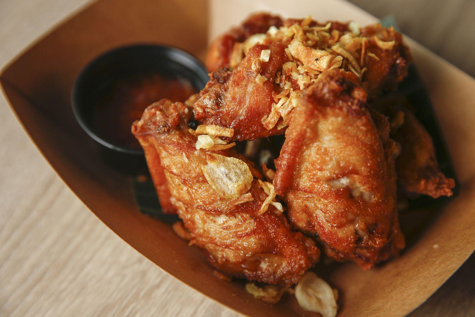 Peek gai tod, fried chicken wings