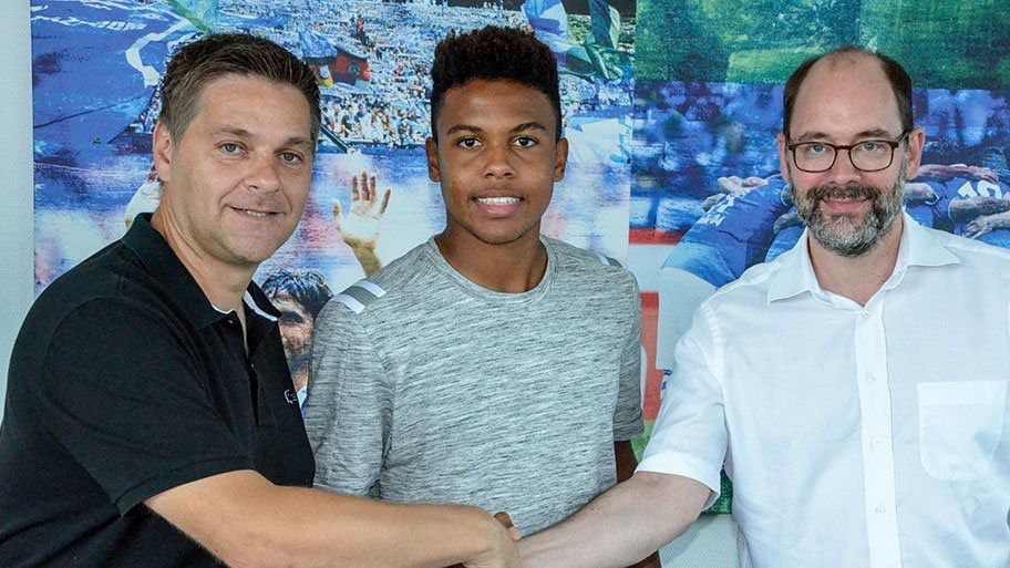 McKennie with his new club directors