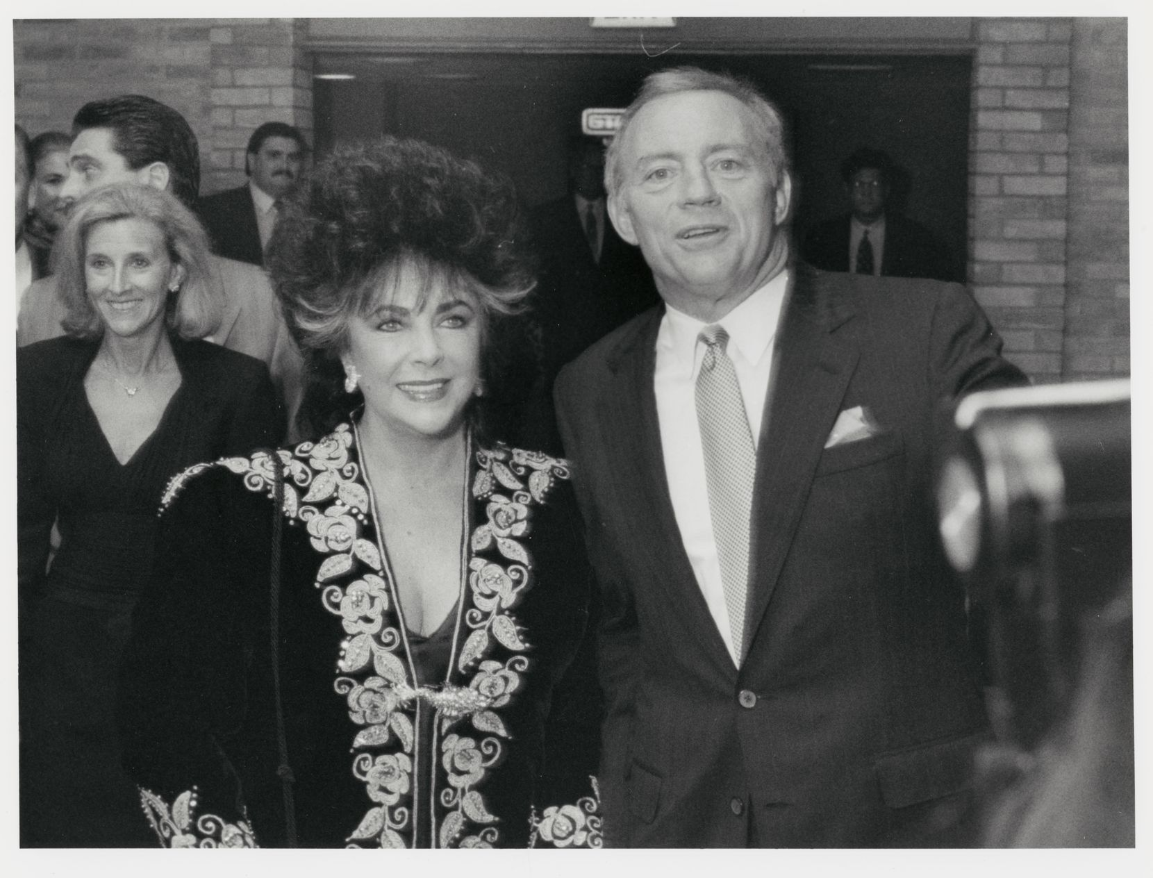 Elizabeth Taylor and Jerry Jones, at Texas Stadium in 1989.