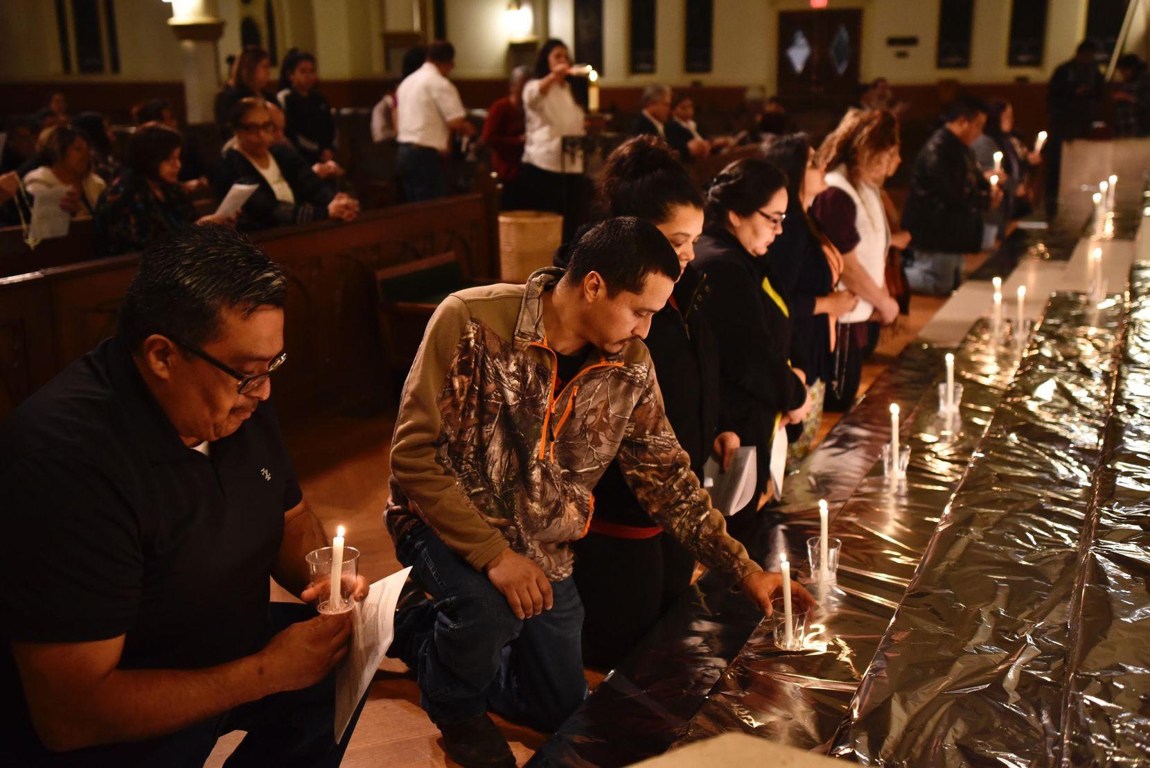 El jueves se desarrolló una misa y vigilia en solidaridad con los migrantes en la Catedral Santuario de Guadalupe en Dallas. BEN TORRES/AL DÍA