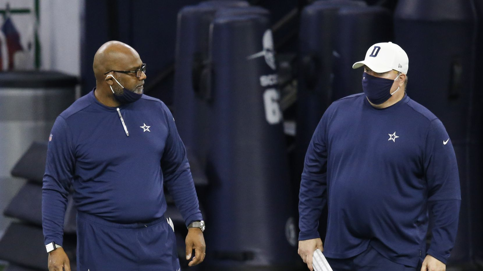 Dallas Cowboys assistant head coach Rob Davis talks with Dallas Cowboys head coach Mike McCarthy in practice during training camp at the Dallas Cowboys headquarters at The Star in Frisco, Texas on Thursday, August 27, 2020. (Vernon Bryant/The Dallas Morning News)
