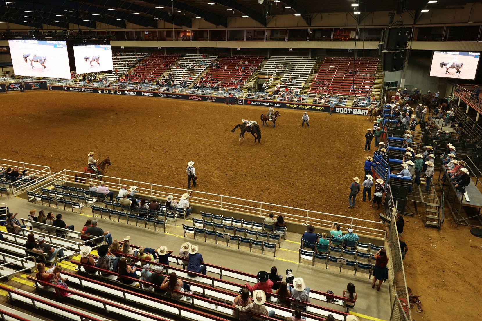 El Rodeo de Mesquite estuvo al 25% de su capacidad en el primer evento al público desde que inició la pandemia.