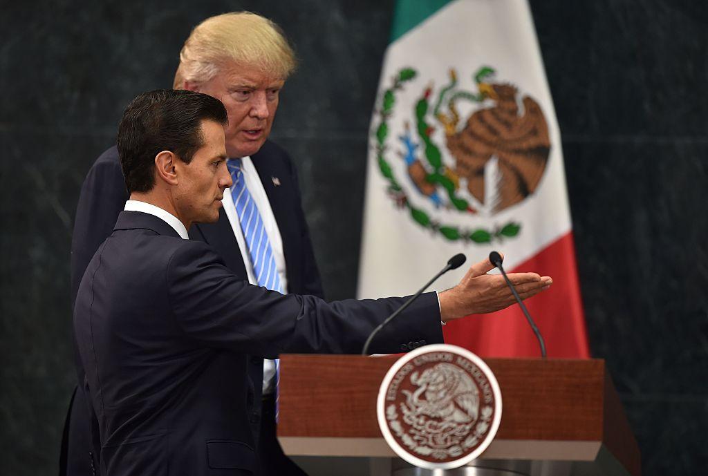 El presidente mexicano Enrique Peña Nieto recibió al candidato republicano Donald Trump, en una sorpresiva reunión en la Ciudad de México.