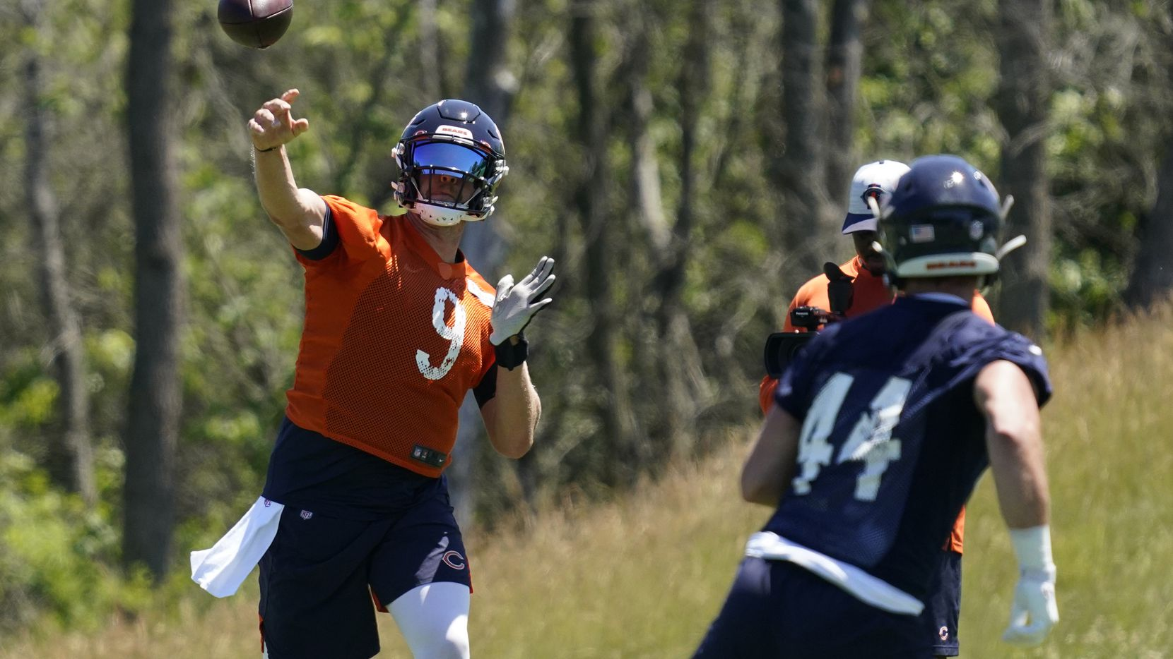 Chicago Bears quarterback Nick Foles, left, throws a ball to tight end Jake Butt during NFL football practice in Lake Forest, Ill., Wednesday, June 16, 2021.