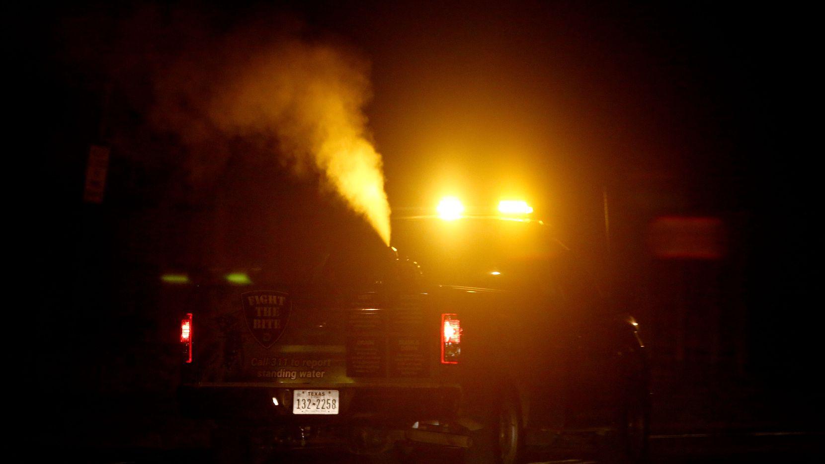 Fumigaciones aéreas en Dallas en junio para controlar la propagación de mosquitos con virus del Nilo.