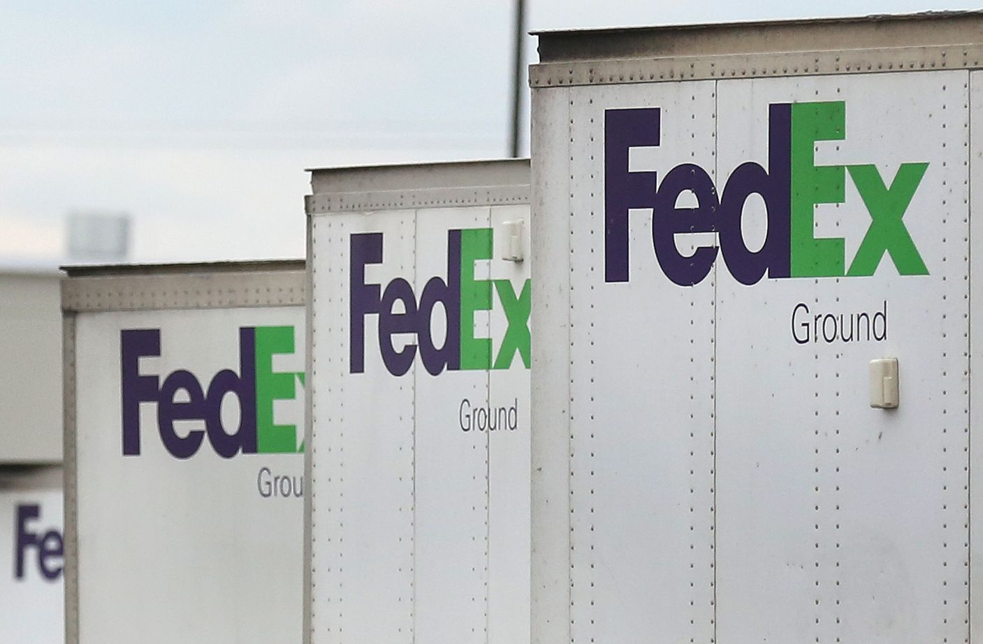 FedEx has leased a new warehouse being built in southeast Arlington.