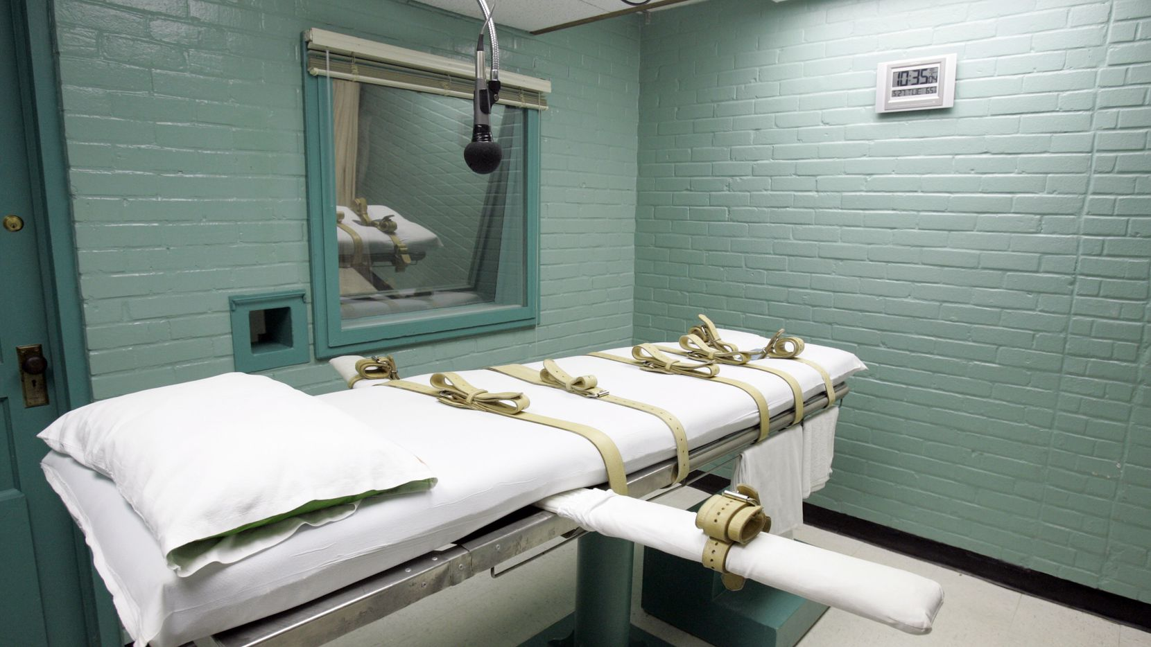 Questions about execution procedures have drawn renewed attention from defense attorneys and death penalty opponents in recent months, as several states scrambled to find new sources of execution drugs.