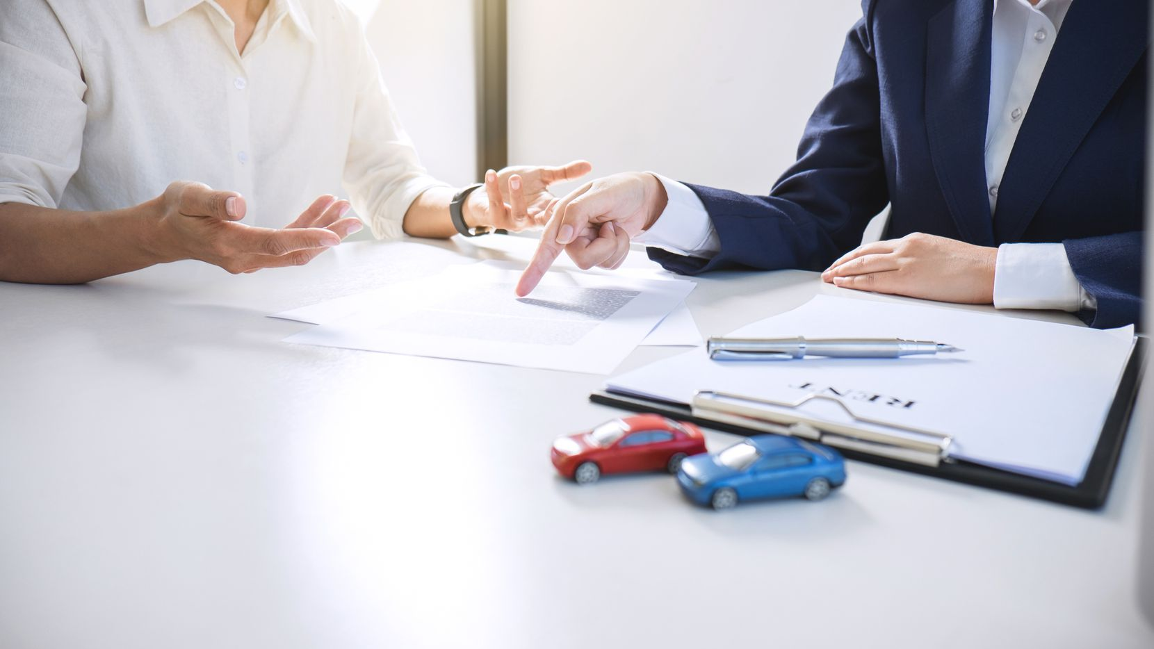 Se recomienda contactar con su agente de seguros para ver qué cambios se pueden hacer para reducir el precio de su póliza.