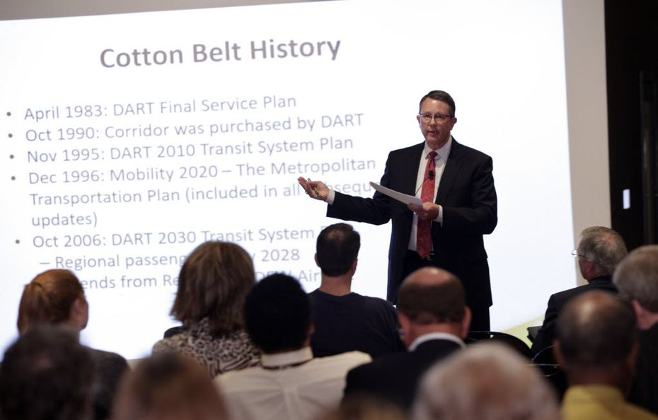 DART executive director Gary Thomas discusses the proposed Cotton  Belt rail line with residents during a meeting in downtown Plano, TX, on Aug. 30, 2016. (Jason Janik/Special Contributor)