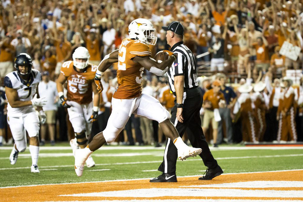 Texas running back Johnathan Gray (32) scores on a 6-yard touchdown run during the second quarter of an NCAA football game against California at Royal Memorial Stadium on Saturday, Sept. 19, 2015, in Austin.
