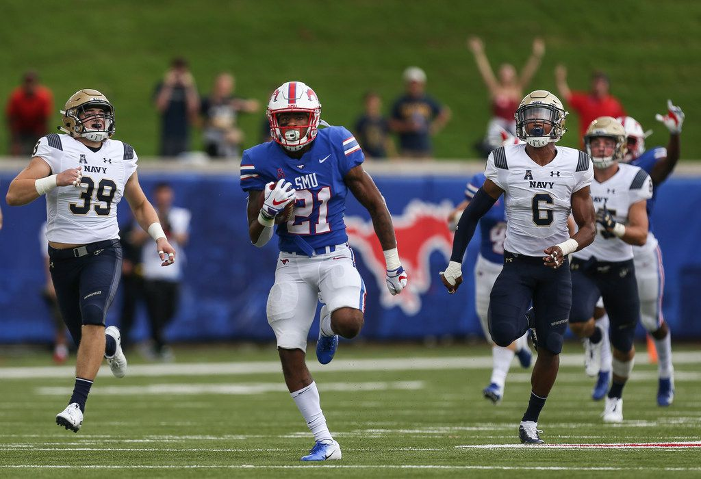 Southern Methodist wide receiver Reggie Roberson Jr. (21) makes a break for a touchdown during a matchup between the Southern Methodist University Mustangs and the Navy Midshipmen on Sept. 22, 2018 at Gerald J. Ford Stadium in Dallas. (Ryan Michalesko/The Dallas Morning News)