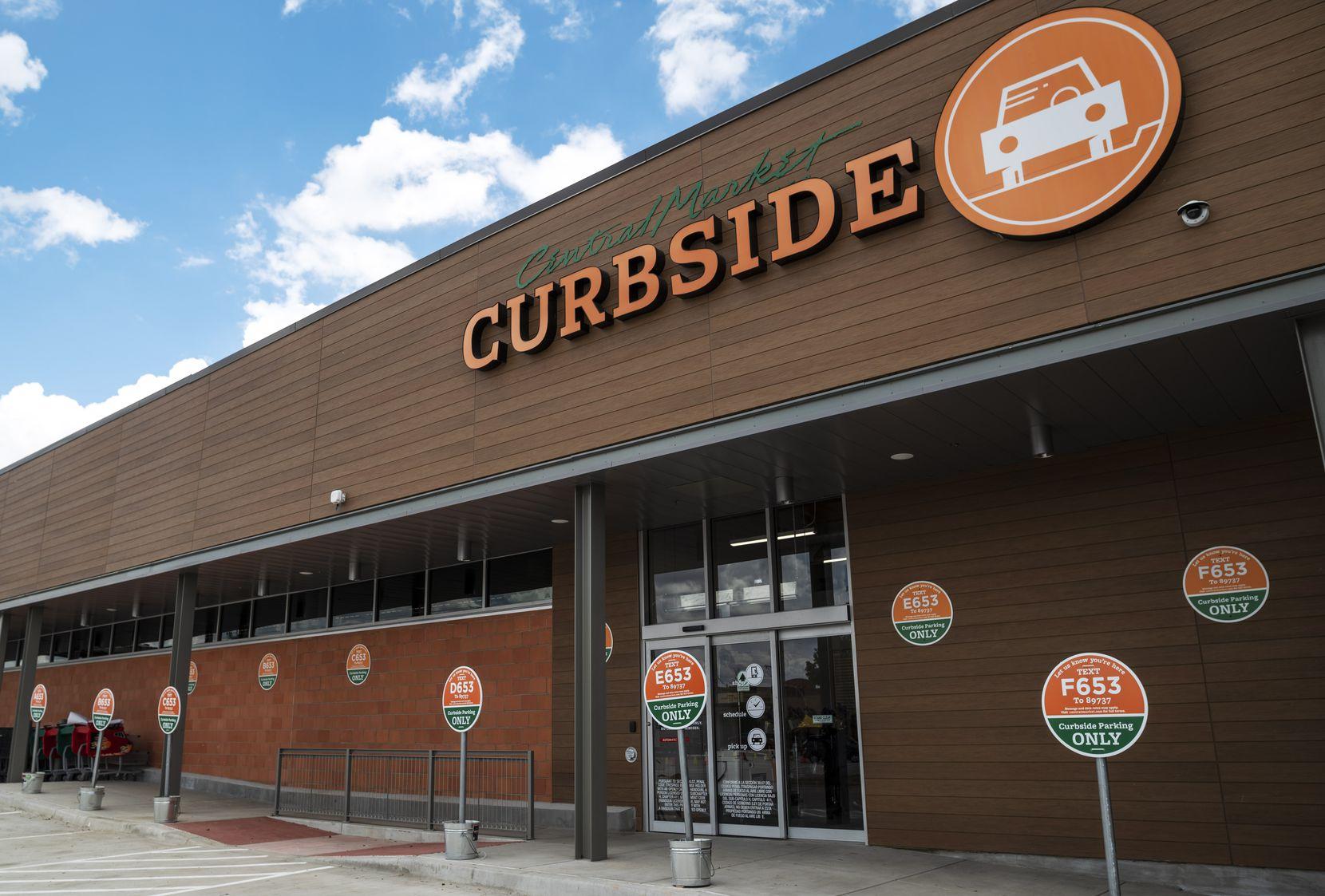 Central Market en Preston Road y Royal ahora cuenta con curbside pickup, la opción para retirar las compras afuera del supermercado.