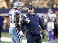 Dallas Cowboys head coach Mike McCarthy gives a fist bump to offensive tackle Tyron Smith (77) at AT&T Stadium in Arlington, Texas, Sunday, October 10, 2021. (Tom Fox/The Dallas Morning News)