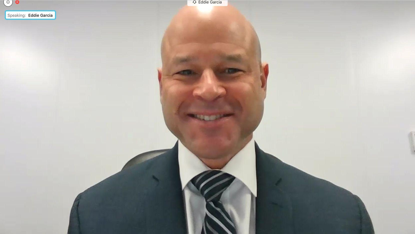 El nuevo jefe de policía Eddie García fue presentado a través de una videoconferencia, el lunes.