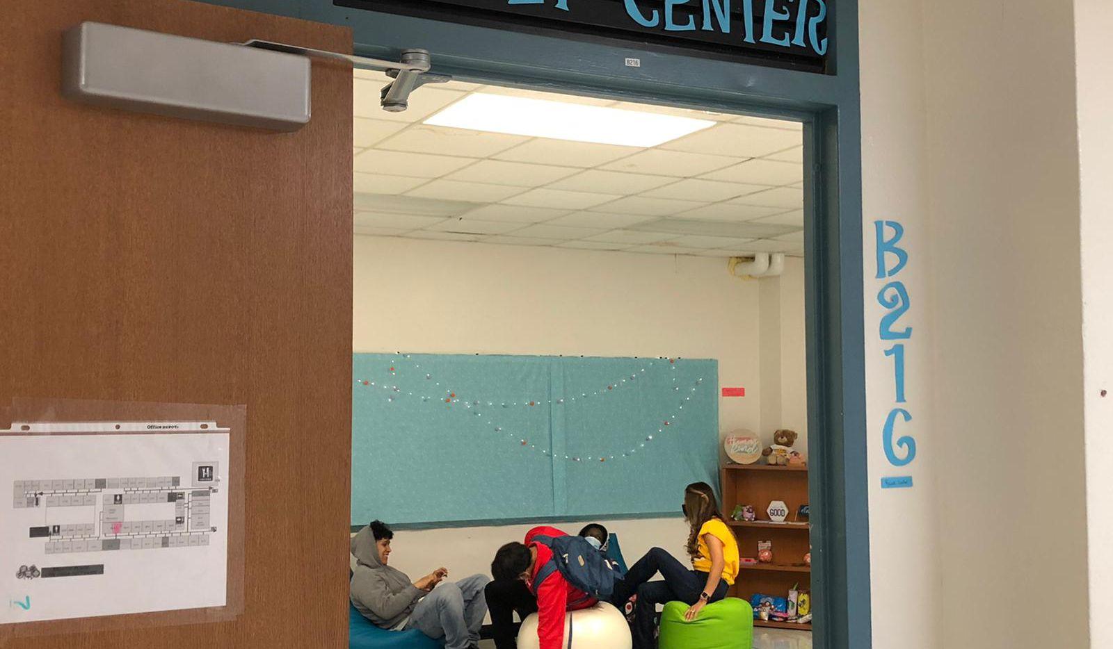 El Reset Center de Thomas Jefferson es una de varias aulas terapéuticas en el distrito escolar de Dallas que busca calmar a los estudiantes en lugar de aplicar sanciones disciplinarias.
