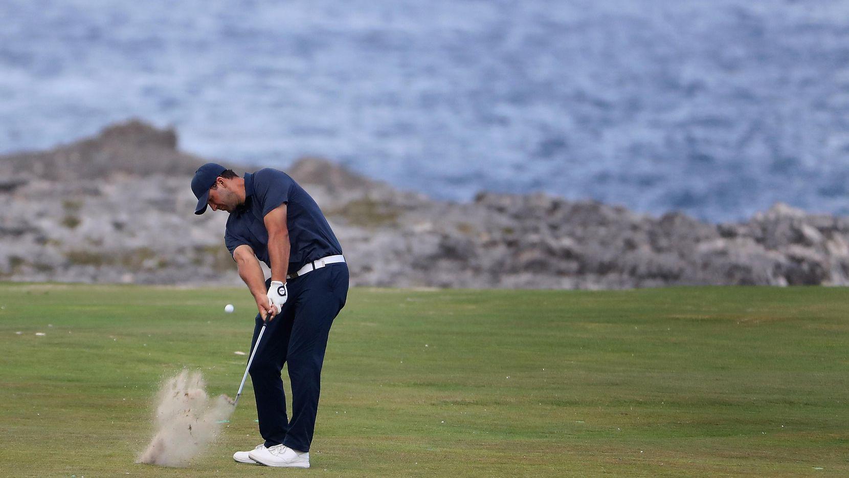 Tony Romo jugando golf en Punta Cana, República Dominicana.(GETT IMAGES)