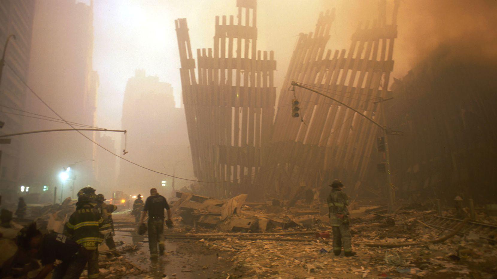 Una nube del polvo se ve en Nueva York tras los ataques terrorista al World Trade Center, el 11 de septiembre de 2001.