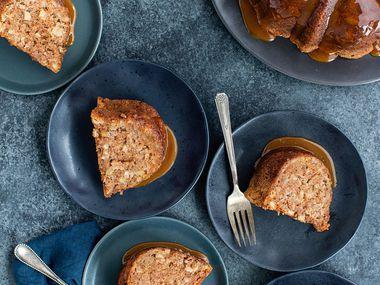 Gâteau Bundt aux pommes et aux noix de Rose's Baking Basics (35 $, Houghton Mifflin Harcourt)