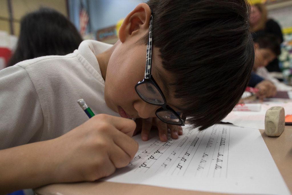 With a characteristic flourish, cursive writing is looping back into style in schools across the country as teachers come to grips with a generation of students who know only keyboarding, texting and printing out their words longhand.