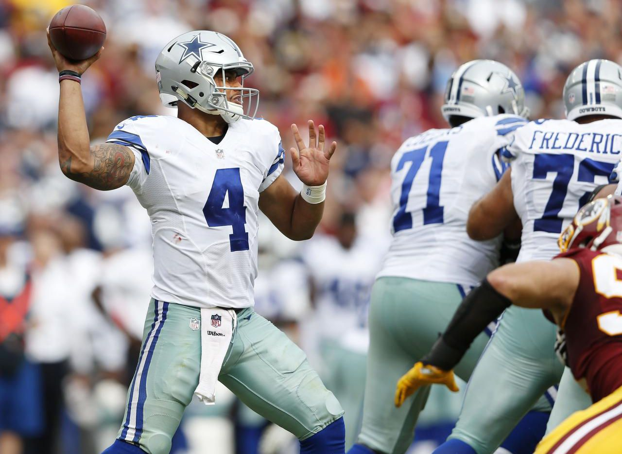 Dak Prescott (4) guió a los Cowboys a un triunfo 27-23 sobre los Redskins de Washington el domingo. (Staff Photographer/VERNON BRYANT/DMN)