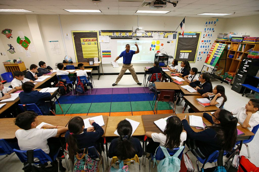 Josue Tamarez Torres teaches his fifth grade bilingual class at Annie Webb Blanton Elementary in Dallas on May 17, 2018. Blanton Elementary is one of Dallas ISD's ACE schools where extra money and resources have been poured in to bolster struggling campuses.
