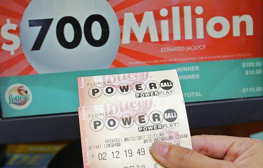 Empleada de hospital se gana los 758 millones del Powerball . AP