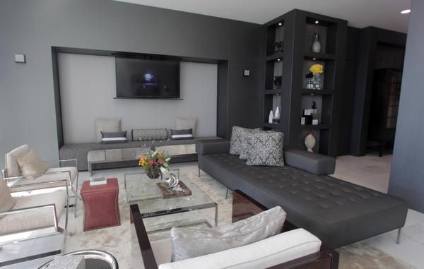 To unify the rooms, Morgenstern limited the color palette to black and white.