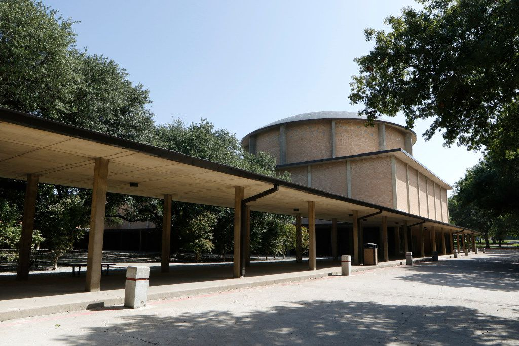 Temple Emanu-El in Dallas has a new addition and renovated two chapels recently. It is an expansion and renovation funded by a capital campaign, called Our Temple Our Future. Photo taken on Thursday, September 8, 2016. (David Woo/The Dallas Morning News)