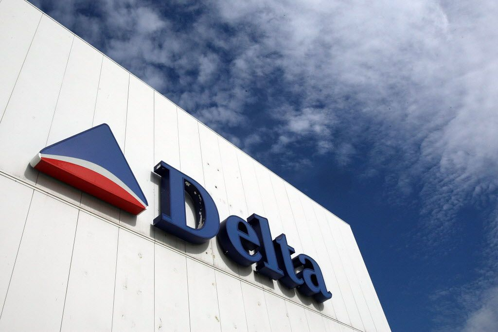 ORG XMIT: *S0422998601* NEW YORK - OCTOBER 16: (FILE PHOTO)  A Delta Air Lines sign is seen at LaGuardia International Airport October 16, 2007 in New York City. It was announced on April 23, 2008 that Atlanta-based Delta Air Lines Inc. reported a first quarter $6.39 billion loss, citing the surge in rising fuel costs.  (Photo by Mario Tama/Getty Images) 77343839 04262008xaldia 08112008xquick