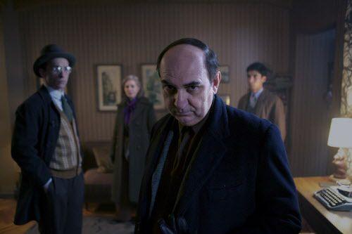 Luis Gnecco como Pablo Neruda. The Orchard.
