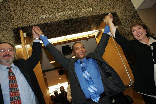 Johnnie Lindsey left the 292nd District Court a free man on Sept. 12, 2008, in Dallas. Lindsey, who died Friday, spent 26 years in prison for a crime he did not commit.