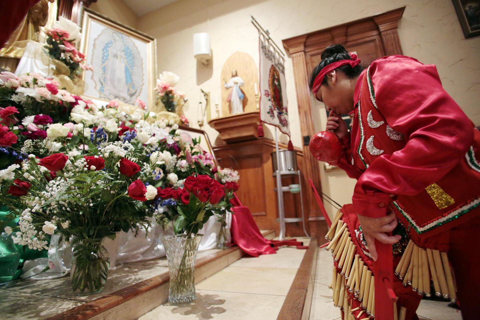 Los matachines son parte de la tradición del Día de la Virgen de Guadalupe. El conjunto Danza las Tres Lunas lleva meses preparándose para estas celebraciones. MARÍA OLIVAS/ESPECIAL PARA AL DÍA