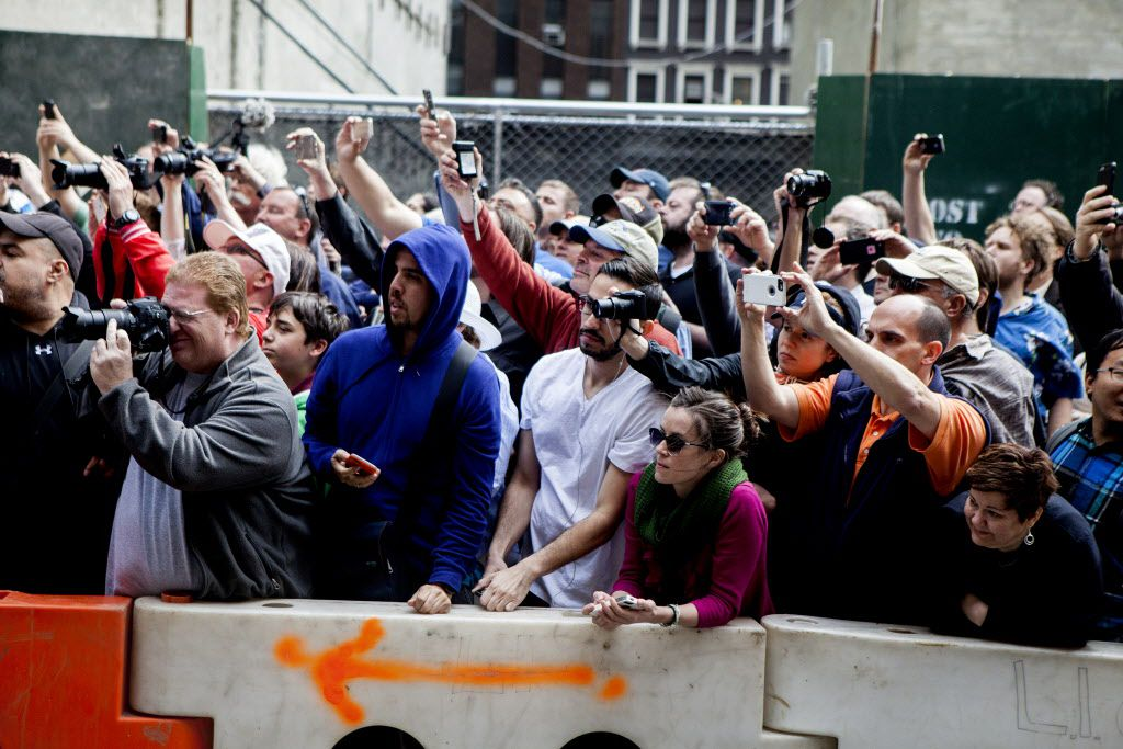 """Fans try to catch a glimpse of celebrities  outside the Ed Sullivan Theater on the day of the """"Late Show with David Letterman"""" show's final episode."""