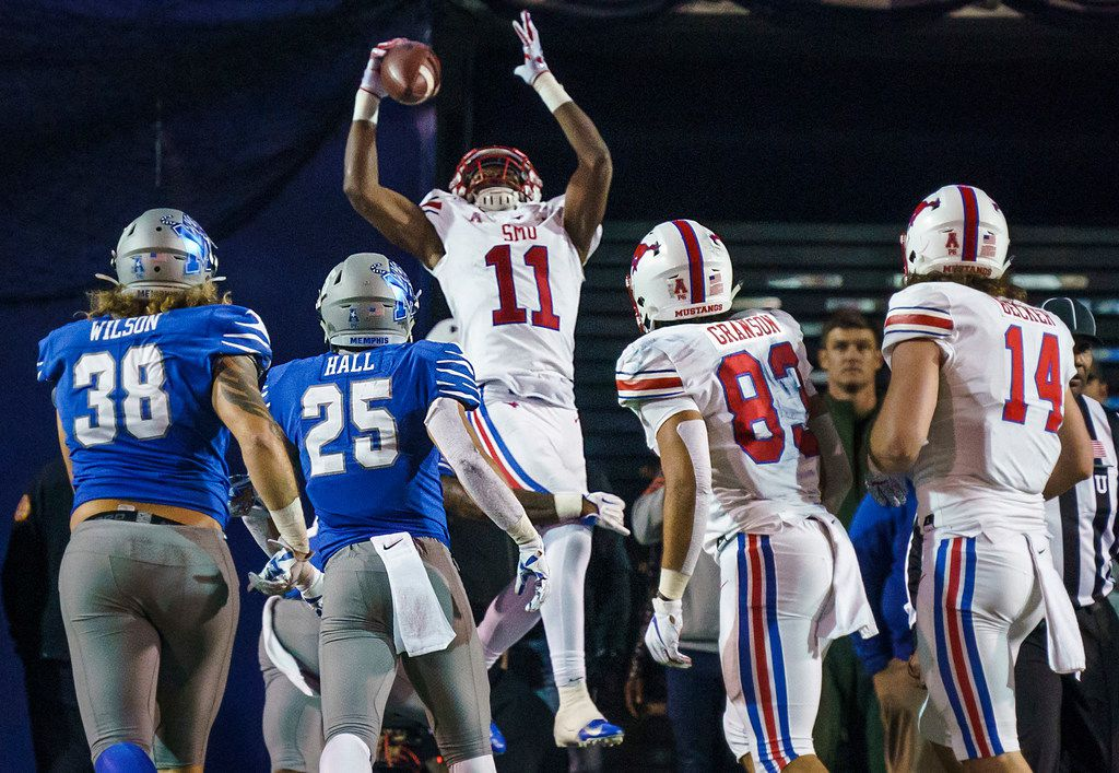 SMU wide receiver Rashee Rice (11) catches a pass for 2-point conversion during the second half of an NCAA football game against Memphis at Liberty Bowl Memorial Stadium on Saturday, Nov. 2, 2019, in Memphis, Tenn. (Smiley N. Pool/The Dallas Morning News)