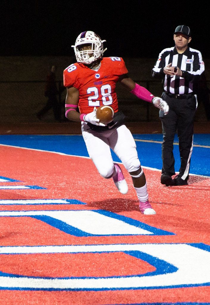 Parish Episcopal running back Cauren Lynch (28) makes a touchdown in the final quarter of the football game between Parish Episcopal High School and Bishop Dunne Catholic School at the Gloria H. Snyder Stadium in Farmers Branch, Texas, on Friday, Oct. 11, 2019. (Lynda M. Gonzalez/The Dallas Morning News)