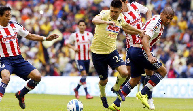 Oribe Peralta (centro) y el América visita el domingo a las 6:30 p.m. al Guadalajara en el Estadio Omnilife.(AGENCIA REFORMA)