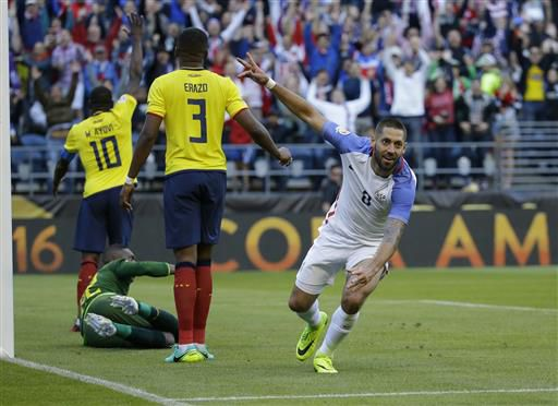 Clint Dempsey celebra su gol ante Ecuador el jueves en Seattle. Foto AP