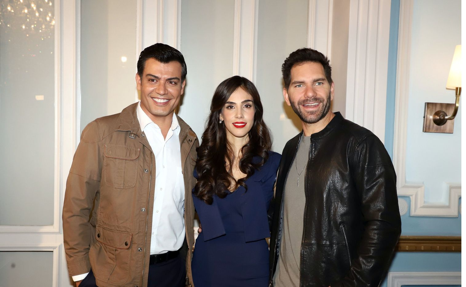 Junto a Andrés Palacios, Sandra Echeverría (centro) fungirá como Primera Dama en la ficción, en su rol como Paola.