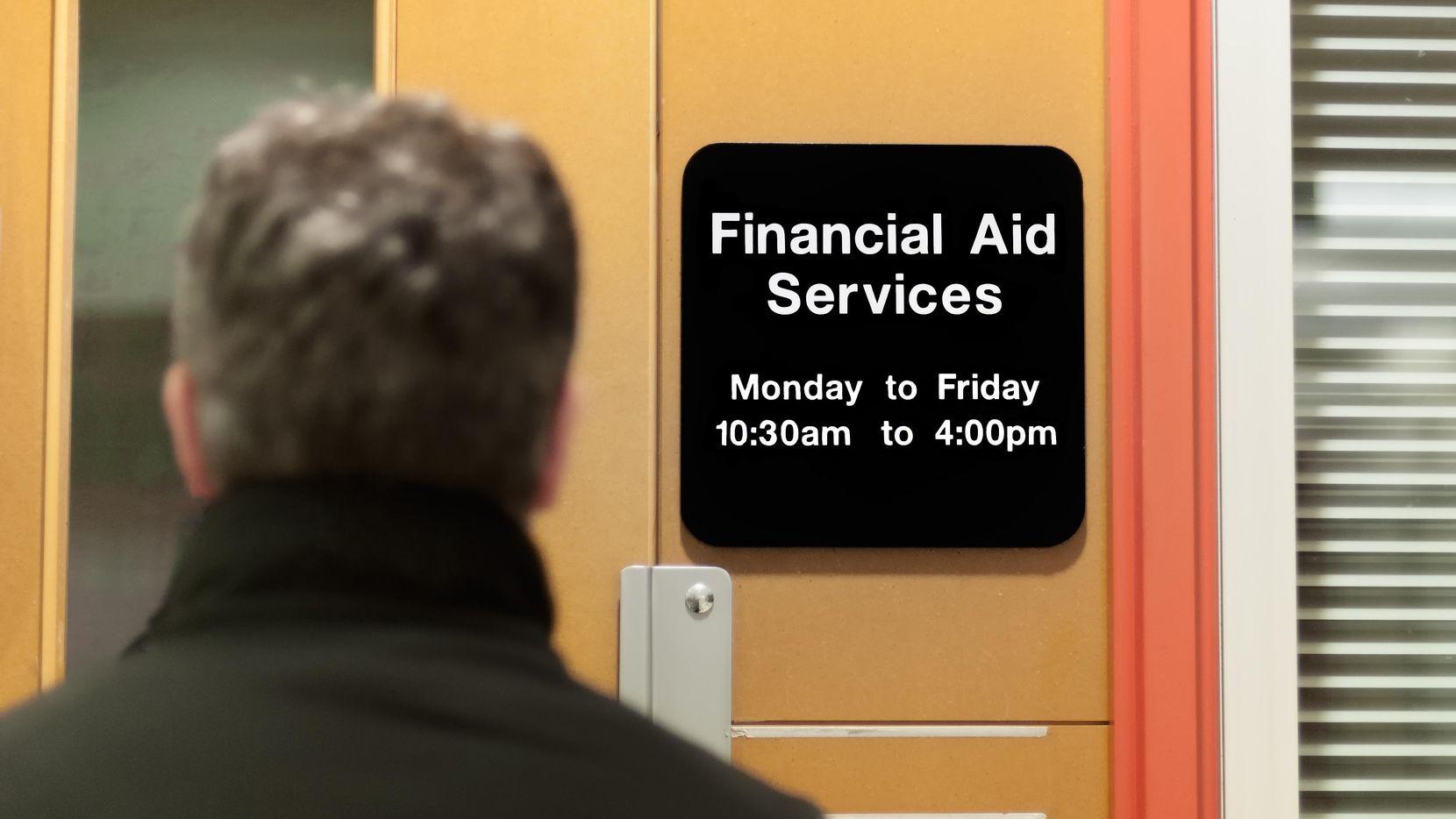 Recibir ayuda financiera para estudios no lo convierte en 'carga pública'  (GETTY IMAGES/iStockphoto)