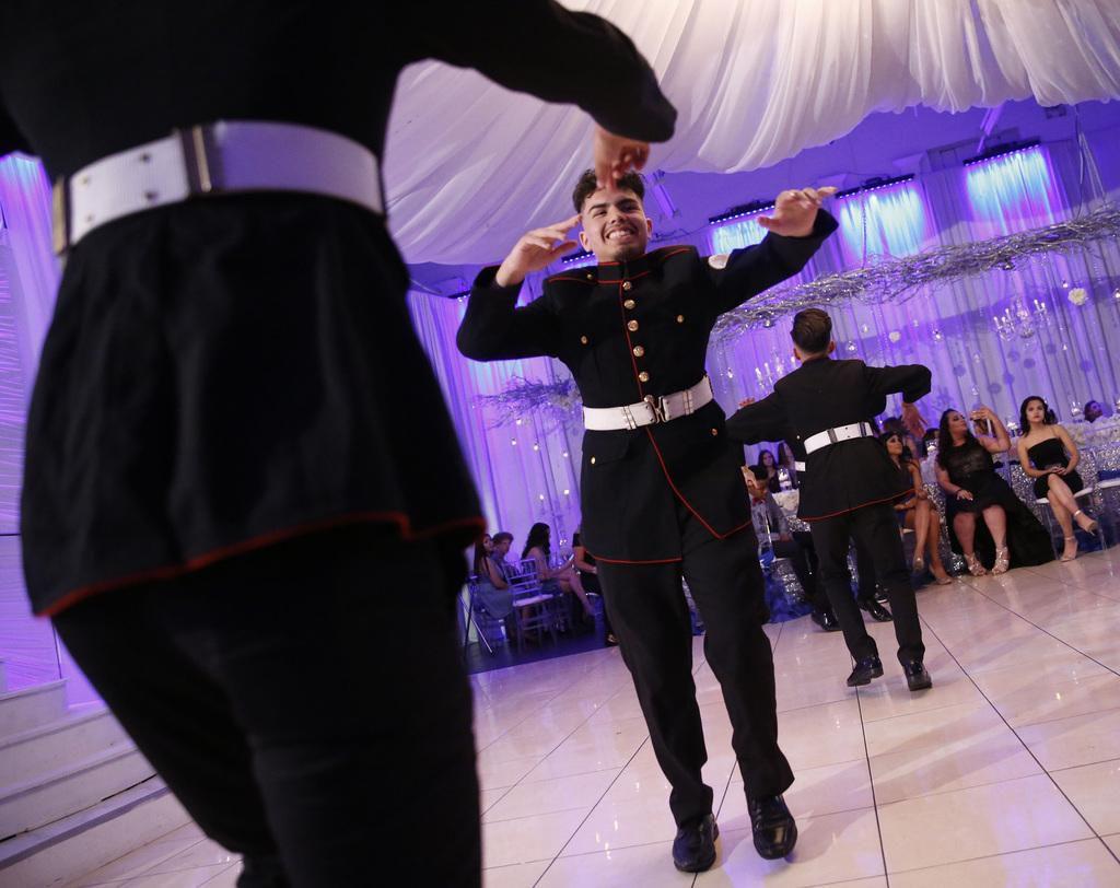 Edmundo Puente baila con los Latin Boyz Cadets durante una quinceañera en el Latino Ballroom de Garland. NATHAN HUNSINGER/DMN