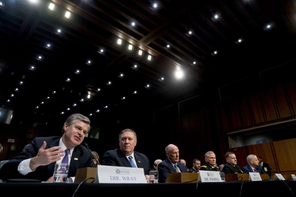 Dan Coats, Mike Pompeo, Michael Rogers, Christopher Wray, Robert Ashley, y Robert Cardilloh habla en el Senado de los Estados Unidos./AP