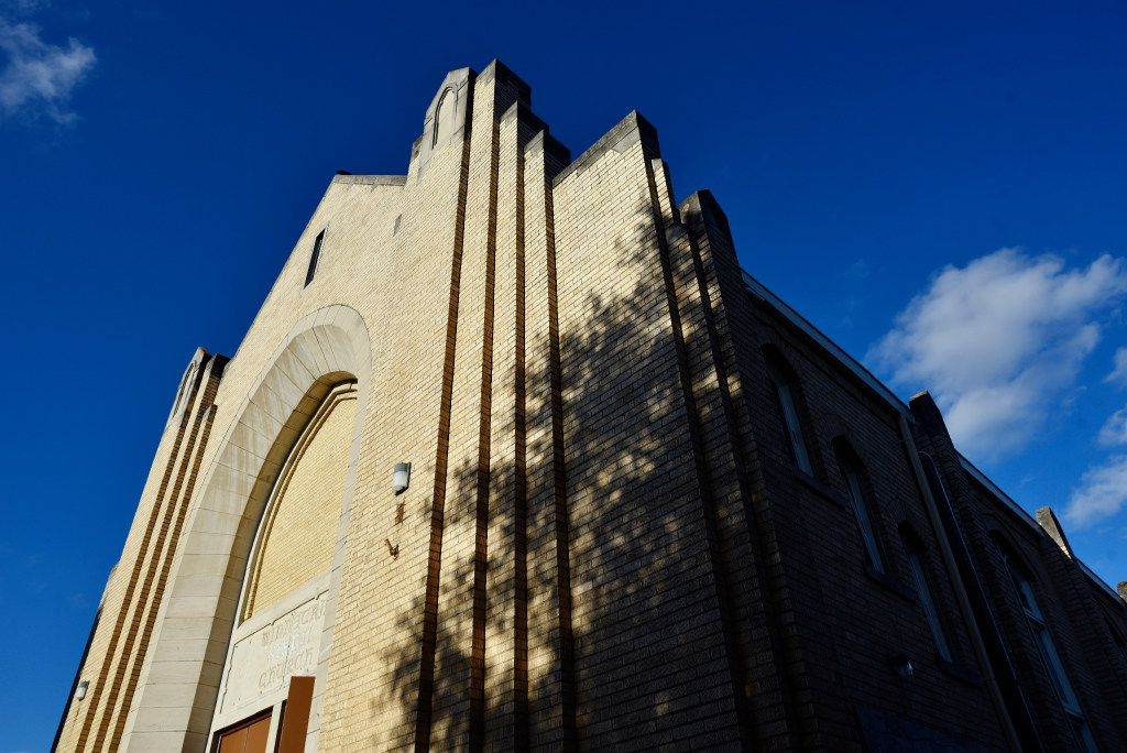 Arts Mission Oak Cliff is in the former Winnetka Congregational Church building. The original Art Deco-influenced style was preserved during restoration. Now, inside, one can find a theater, arts studios and work spaces.