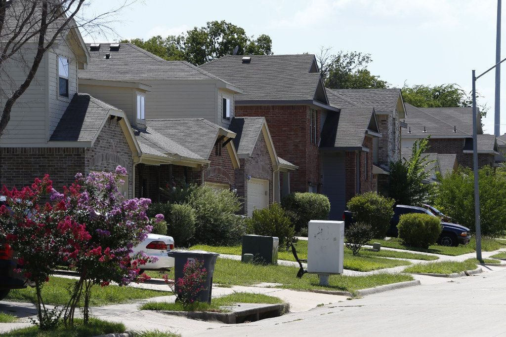 Homes in the Thornton Heights neighborhood on Cliff Heights Circle in Dallas.