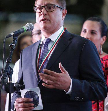 Jorge Baldoer, quien recientemente recibió el Premio Ohtli, ahora será parte de la Autoridad de Vivienda de Dallas.