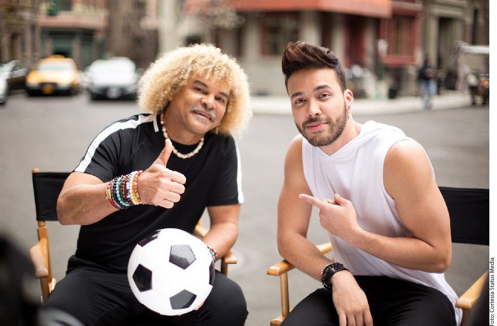 """Para el video oficial del tema """"90 Minutos (Futbol Mode)"""", el cantante invitó a uno de los astros del fútbol de todos los tiempos, Carlos Alberto Valderrama """"El Pibe"""". AGENCIA REFORMA"""