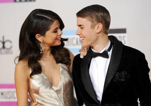 Selena Gomez y Justin Biber en una entrega de premios . / AGENCIA REFORMA
