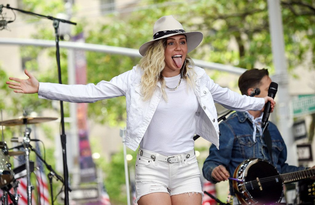 "Singer Miley Cyrus performs on NBC's ""Today"" show at Rockefeller Plaza on Friday, May 26, 2017, in New York. (Photo by Evan Agostini/Invision/AP)"
