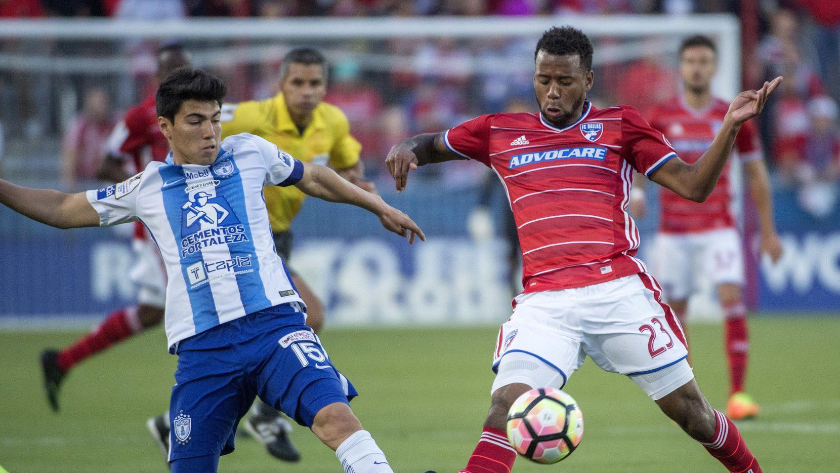 Kellyn Acosta (23) FC Dallas ha anotado cuatro goles este año con el FC Dallas. (AP/Jeffrey McWhorter)