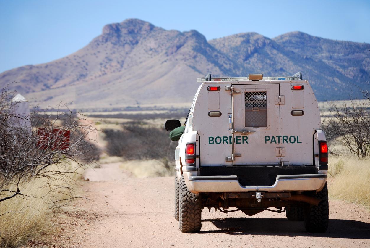 Una camioneta de la Patrulla Fronteriza en misión de vigilancia cerca de la frontera con México.(GETTY IMAGES)